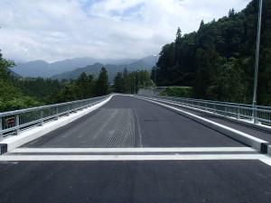 総A加)地方特定道路(改築)整備工事(贄川2号橋(仮称)橋面工)