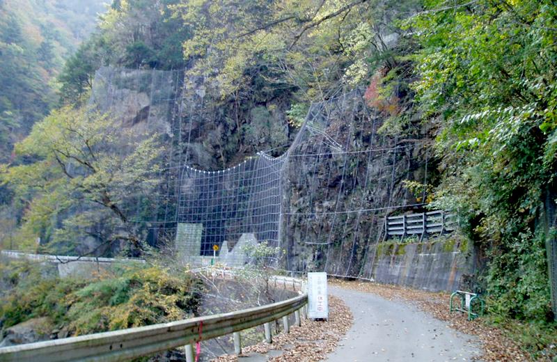 貯砂ダム管理用道路落石対策(秩父市)